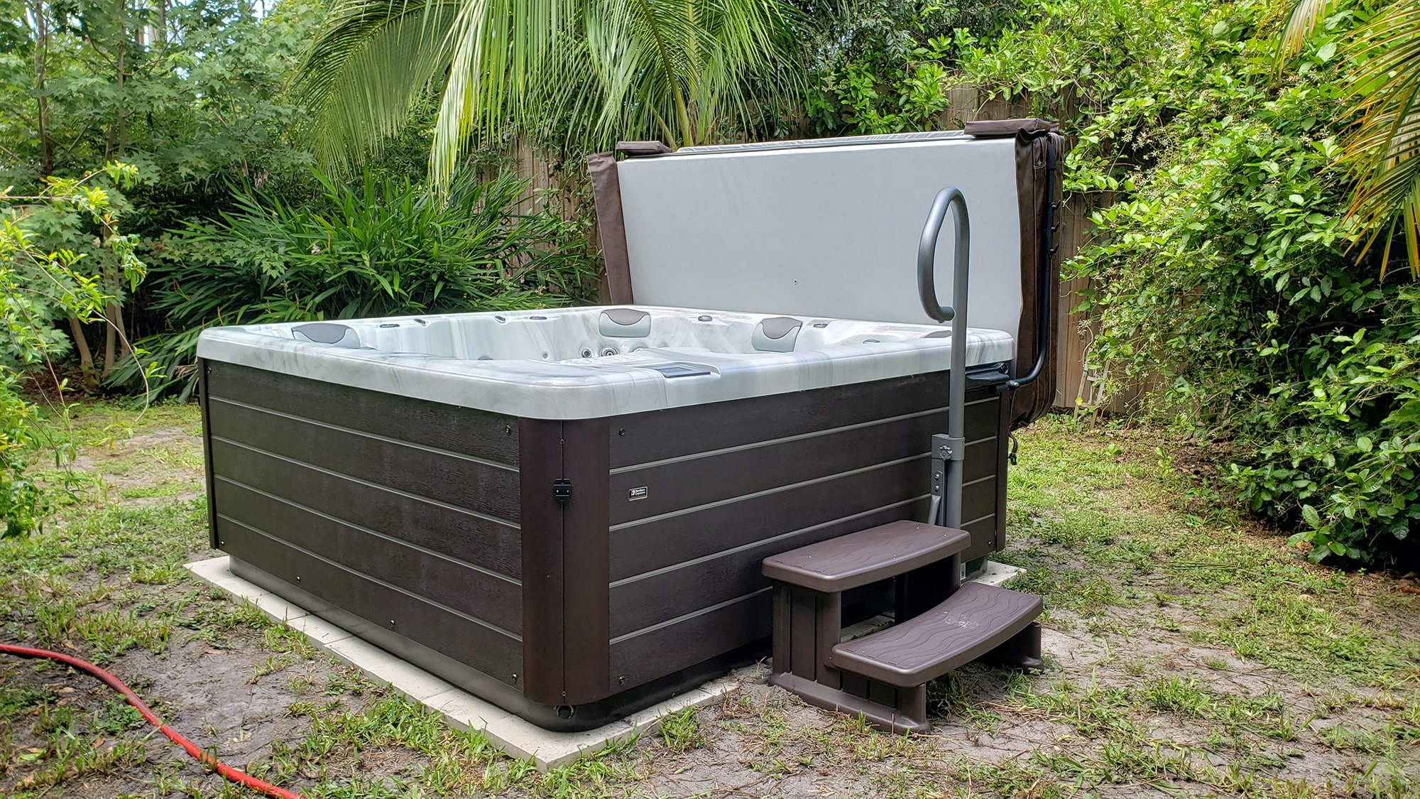 Hot Tub with Steps in Sarasota